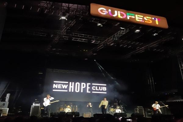 New Hope Club saat ditampil dalam festival GUDFEST pada Sabtu (2/11/2019) di Helipad Parking Ground GBK Senayan Jakarta - Bisnis.com - Ria Theresia Situmorang