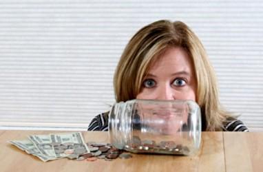 Masyarakat Lebih Memilih Menimbun Uang di Bank daripada Belanja