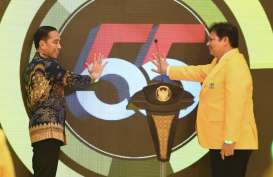 Jokowi Sindir Rangkulan Surya Paloh yang Tak Biasa pada Sohibul