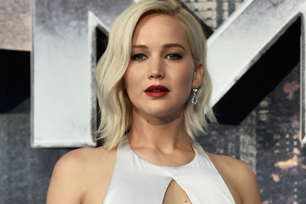 Jennifer Lawrence saat menghadiri premier film X-Men: Apocalypse di London - Reuters