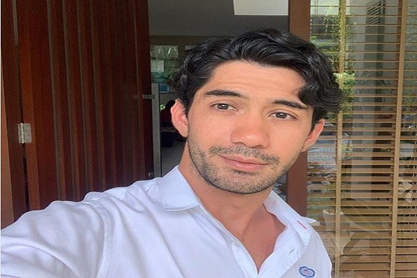 Aktor Reza Rahadian - Instagram @officialpilarez