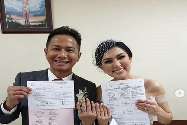 Penyanyi Delon Thamrin menikahi Aida, Sabtu (9/11/2019). - Instagram @delonthamrinofficial