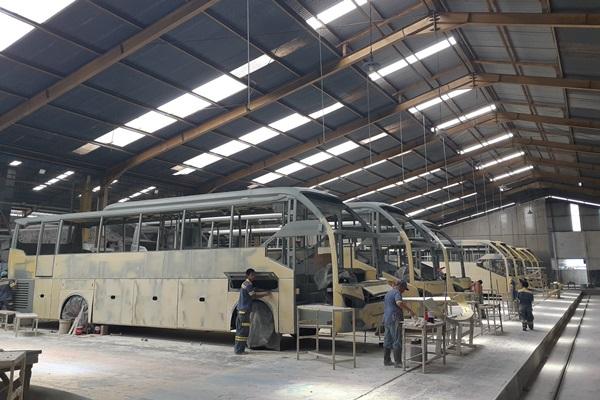 Suasana pabrik karoseri Laksana - Bisnis/Ilman A Sudarwan