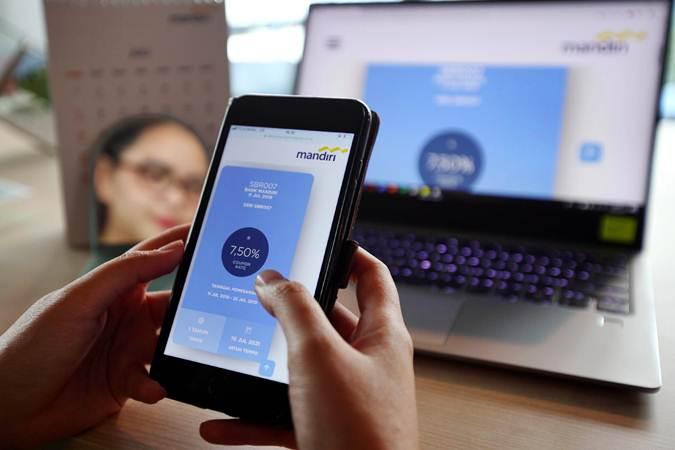 Karyawan memesan surat berharga negara Saving Bond Retail (SBR) seri SBR007 secara online, di Jakarta, Senin (15/7/2019). - Bisnis/Abdullah Azzam