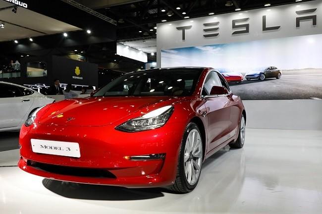 Tesla Model 3 - Tesla