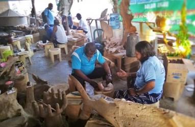 Puluhan Warga Manokwari Belajar Ukir di Jepara