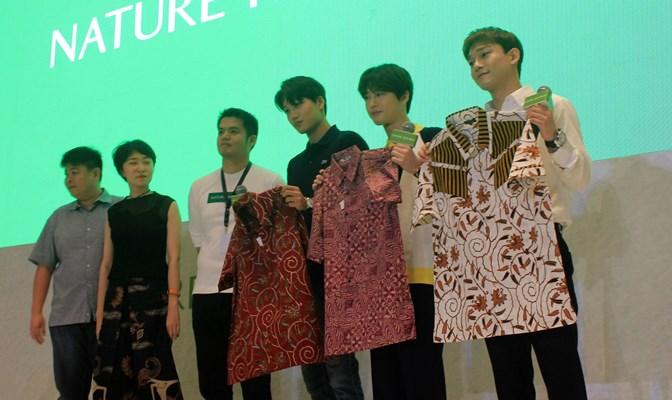 Tiga member EXO  - Bisnis/Tika Anggreni
