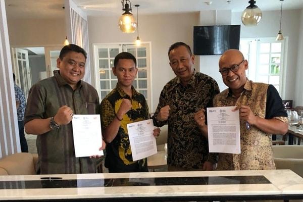 kiri  kanan) Donny Raymond (Direktur Bursa Berjangka Jakarta), Dede Iswanto (Direktur PT Wahana Inspirindo Sejahtera, Himawan Purwadi (Kepala Bagian Penguatan dan Pengawasan Pasar Lelang Komoditas  Bappebti) dan Fajar Wibhiyadi (Direktur Utama PT Kliring Berjangka Indonesia  Persero), dan), disela-sela penandatanganan Nota Kesepahaman (Memotrandum of Understanding), yang diselenggarakan di Pangkal Pinang, Bangka Belitung, Jumat 22 November 2019.   - Bisnis/Istimewa