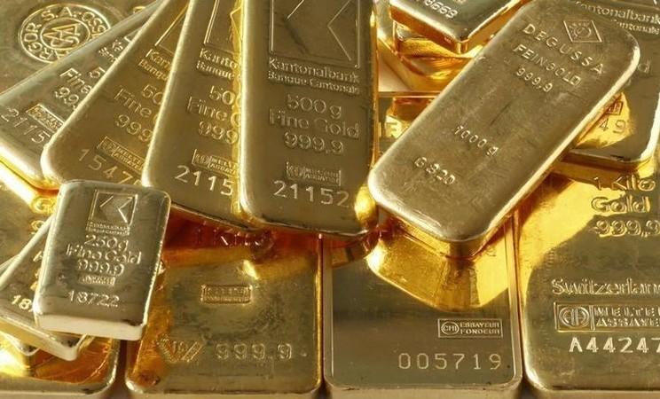 Emas batangan di brankas bank terlihat dalam gambar ilustrasi yang diambil di Zurich, 20 November 2014. - REUTERS/Arnd Wiegmann