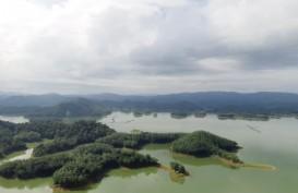 Pengunjung Ulu Kasok Abadikan Momen Pemandangan Layaknya Raja Ampat