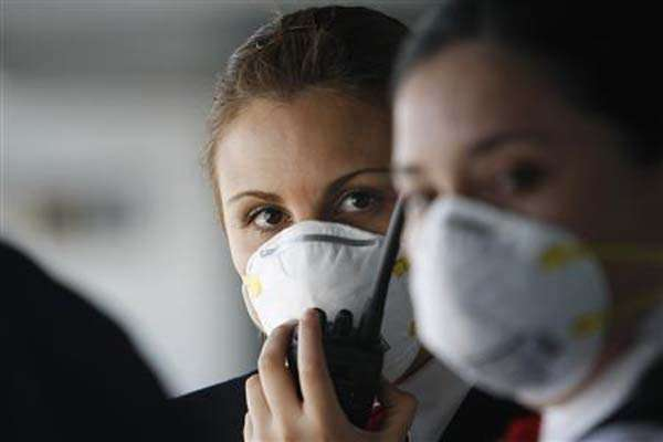 Ilustrasi pemakaian masker untuk menghindari penyebaran virus influenza. - Reuters/Ivan Alvarado