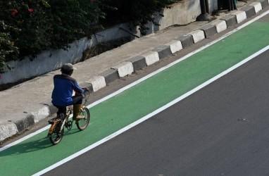 Setiap Hari 10 Petugas Amankan Jalur Sepeda Tomang Raya