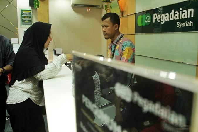 Suasana layanan di kantor pusat Pegadaian, Jakarta, Rabu (3/7/2019). - Bisnis/Triawanda Tirta Aditya