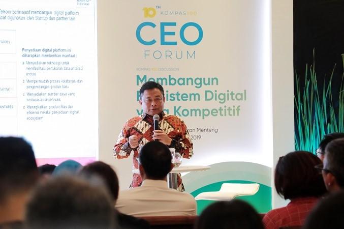 """Direktur Utama Telkom Indonesia Ririek Adriansyah menyampaikan materi saat menjadi pembicara pada Kompas100 Discussion """"Membangun Ekosistem Digital yang Kompetitif"""", di Jakarta, Selasa (5/11/2019). - ANTARA/HO"""