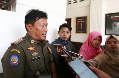 Gerebek 13 Titik, Satpol PP Kota Bandung Sita Ribuan Minol Ilegal