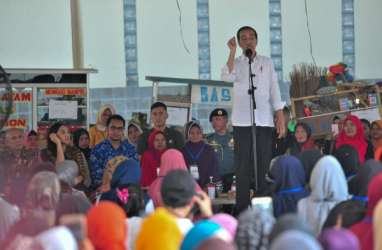 Kunjungi Nasabah Mekaar, Presiden Jokowi Minta Nasabah Disiplin Menabung dan Membayar Angsuran
