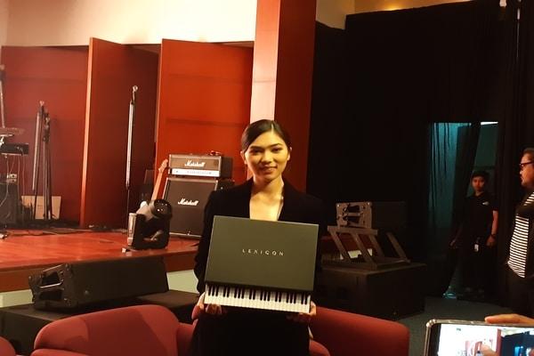 Isyana Sarasvati dalam peluncuran albumnya di kawasan Cikini, Jakarta Pusat pada Jumat (29/11/2019) - Bisnis.com - Ria Theresia Situmorang