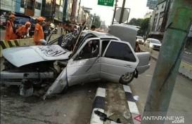 Mobil Beratribut Reuni 212 Mengalami Kecelakaan