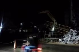 Lengan Crane Proyek Tol BORR Seksi IIIA Patah Saat…