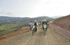 Kemudikan Motor, IDP Pantau Jalan di Seko