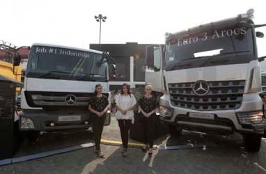 HRM Serahkan 82 Unit Kendaraan Niaga Mercedes-Benz ke Pelanggan Korporasi