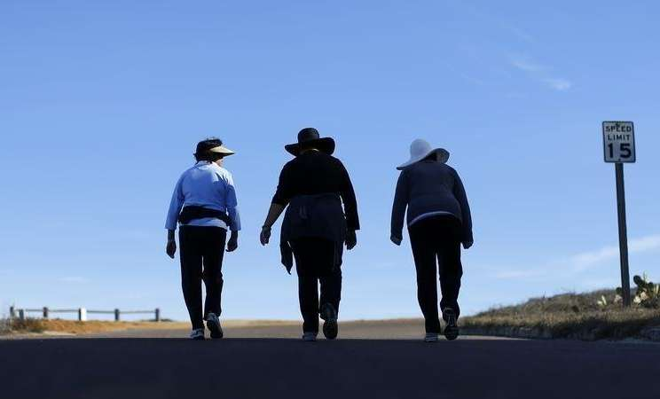 Jalan kaki. - Reuters.com