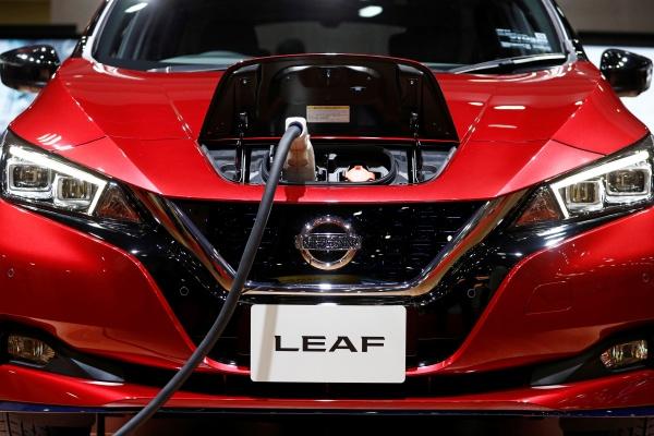 Mobil listrik Nissan Leaf dipamerkan dalam ajang Tokyo Motor Show - REUTERS/Edgar Su