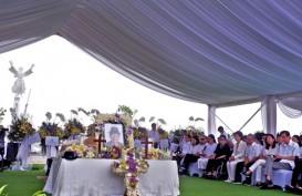 Foto Pemakaman Bernuansa Mewah Ciputra di Memorial Park