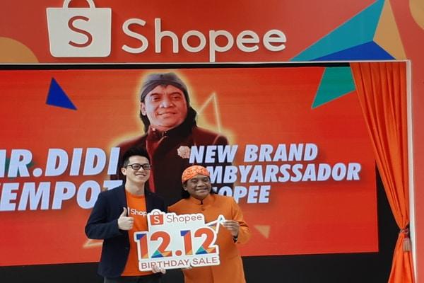 Handhika Jahja, Direktur Shopee Indonesia dan Didi Kempot di kawasan SCBD, Jumat (6/12/2019) - Bisnis.com - Ria Theresia Situmorang