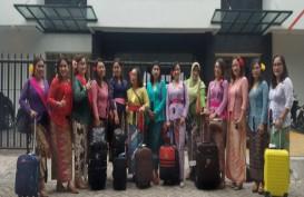 Perempuan Berkebaya Indonesia Bawa Kebaya ke Dunia