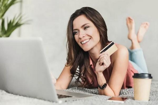 Ilustrasi belanja online - Antara