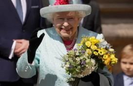 Rayakan Natal, Sehari Ratu Elizabeth II 7 Kali Ganti Busana