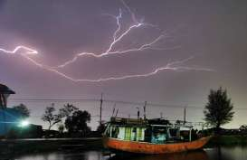 Cuaca Jakarta 12 Desember 2019, Hujan Disertai Kilat dan Angin Kencang di Jaktim