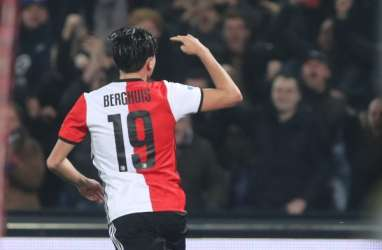 Hasil Liga Belanda : Hattrick Berghuis Bawa Feyenoord Tundukkan PSV