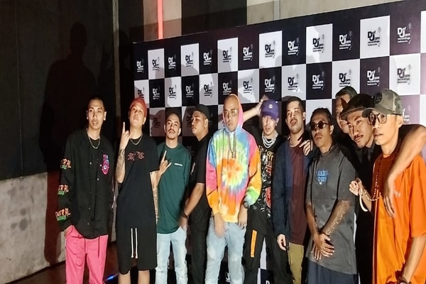 Rapper yang tergabung dalam Def Jam Indonesia di kawasan SCBD, Jakarta Selatan pada Selasa (17/12/2019) - Bisnis.com - Ria Theresia Situmorang