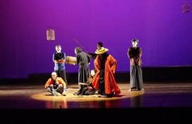 Tutup Tahun, Teater Kober Pentaskan Pilgrim Project & Pinangan