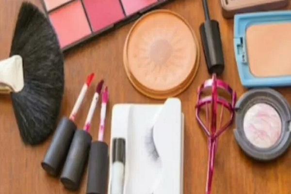 Aneka kosmetik - Istimewa