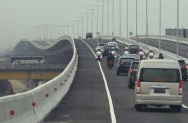 AHAD LALU DI TOL LAYANG JAPEK : 4 Mobil Pecah Ban, 1 Kehabisan BBM