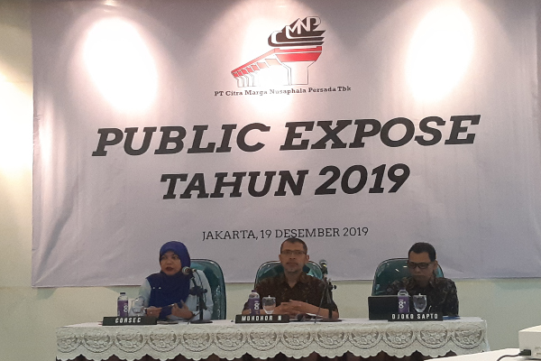 Corporate Secretary Citra Marga Nusaphala Persada Indah Dahlia Lavie, Direktur Independen Muhdhor Nurohman, dan Direktur Independen Djoko Sapto M. Mulyo saat Public Expose di Jakarta, Kamis (19/12 - 2019).