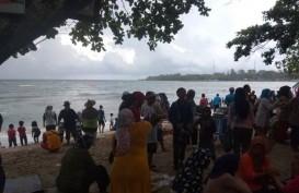 Kawasan Wisata Pantai Carita Berangsur Ramai
