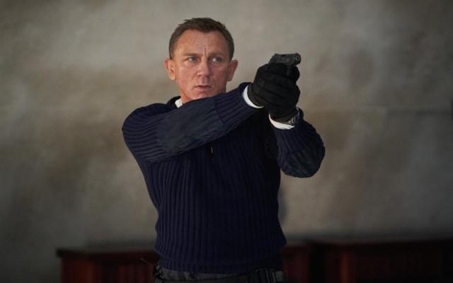 Aktor Daniel Craig dalam film No Time to Die  -  IMDb