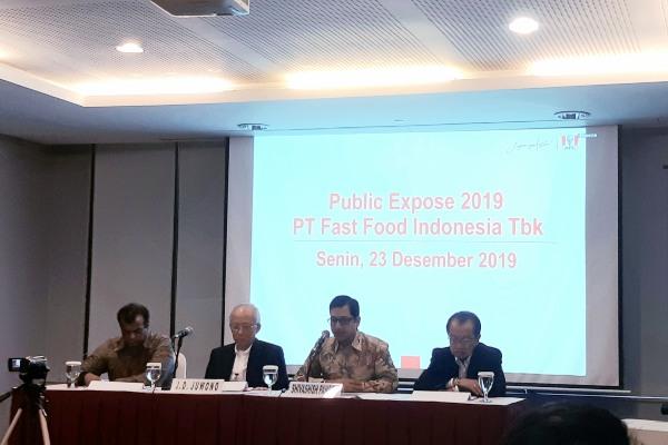 Jajaran direksi PT Fast Food Indonesia Tbk. dalam public expose yang diselenggarakan di Jakarta, Senin (23/12/2019). - Bisnis/Annisa Sulistyo Rini