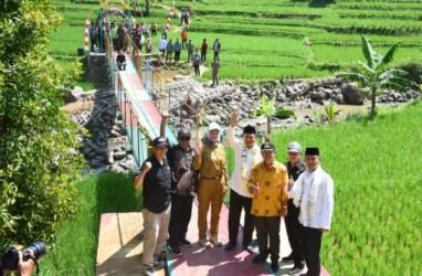 Uu Resmikan Jembatan Gantung Desa di Cianjur
