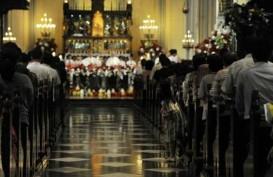 Misa Malam Natal Dimulai, Lalu Lintas Katedral Ramai Kendaraan