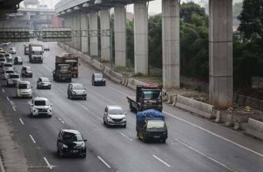 Hampir 55 Ribu Mobil Lintasi Tol Cikampek saat Mudik Natal