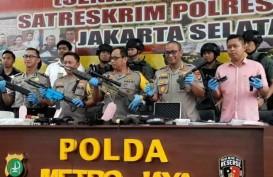 Polisi Temukan Senpi Laras Panjang Hingga Granat di Rumah Koboi Kemang