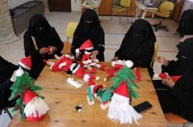 Perempuan Muslim di Gaza Tebarkan Keceriaan Natal