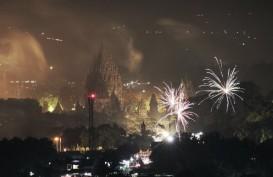 Presiden Jokowi Saksikan Kembang Api di Titik Nol