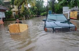 Tenda Pengungsi Korban Banjir Jaktim Disiapkan