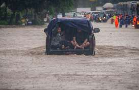 Terjebak Banjir, Seorang Bayi di Cipinang Melayu Dievakuasi